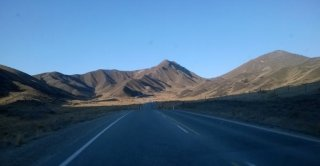 Driving through the Lindis Pass to Arrowtown